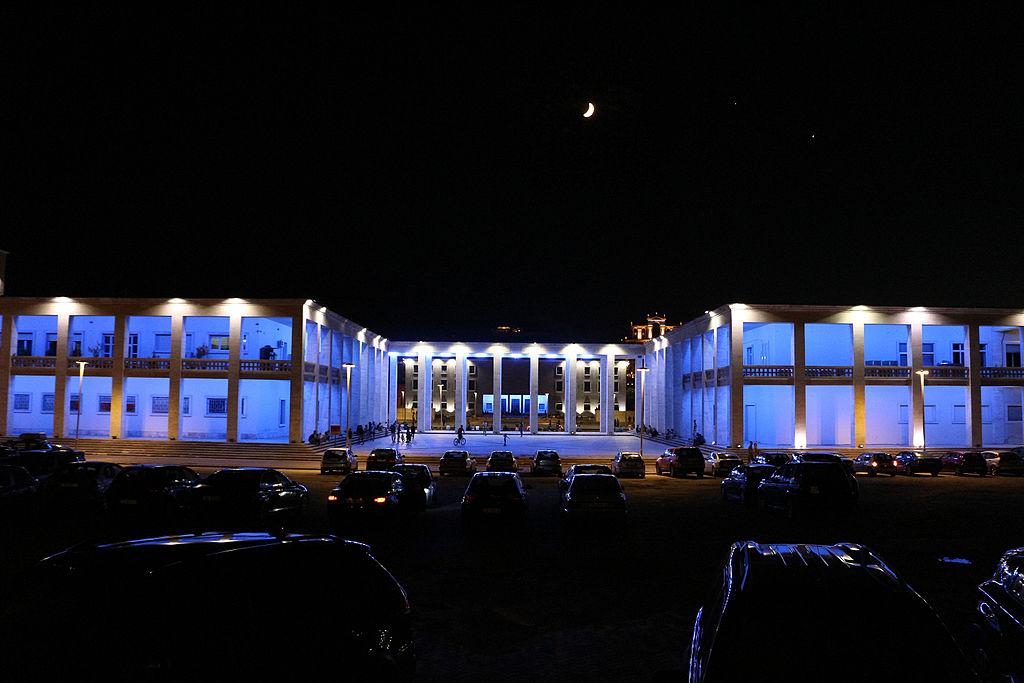 Tirana, museo archeologico, veduta posteriore e cortile 12.JPG