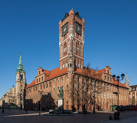The Gothic Old Town Hall (Ratusz Staromiejski) dates back to the 13th century Torun Ratusz Staromiejski 2010 03 04 7189.JPG