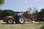 Traktor med høvender.jpg
