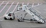 Treppenfahrzeug Düsseldorf Airport.jpg