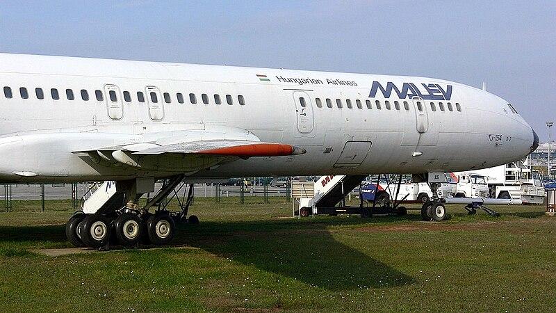File:Tupolev 154 Malev.jpg