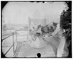 "4""/40 caliber gun - Image: USS Iowa 4 inch gun and gunner LOC 4a 14268v"