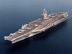 Un portaaviones, ejemplo de base aérea