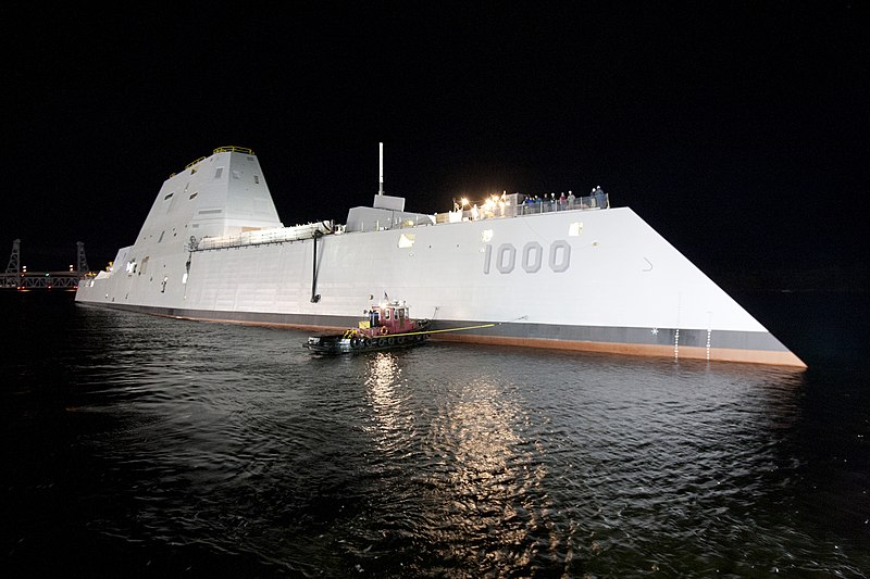800px-USS_Zumwalt_%28DDG-1000%29_at_night.jpg