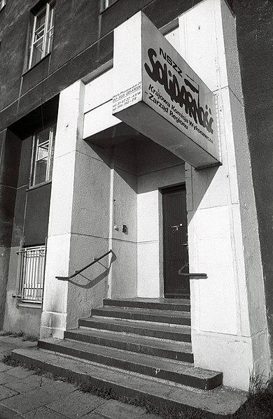 File:Ulica Wały Piastowskie 24., a Szolidaritás szakszervezet irodája. Fortepan 76156.jpg
