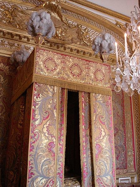 File:Versailles, chambre du roi.jpg