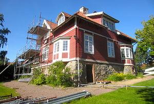 Parcelhus Soltorpet er fredet bygning siden 1983.   Nu foregår renovering af boligejendommen til brugstilstande.   Foto fra i juni 2015.