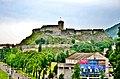 Ville de Lourdes, surmontée de son château.jpg