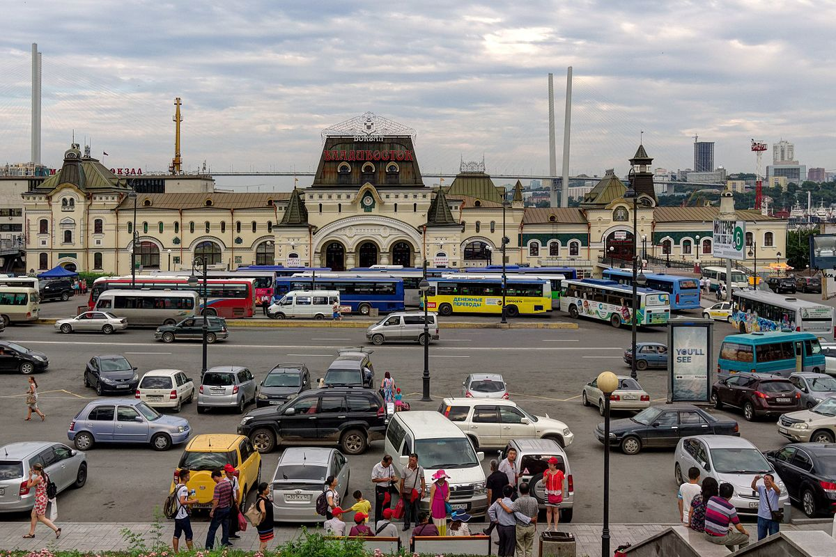 How much is a ticket from Vladivostok to Moscow by train and plane