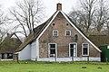 Voorgevel met bepleisterde plint, 19e eeuwse zesruitsschuifvensters, rechthoekige en ronde vensters - Lhee - 20420776 - RCE.jpg