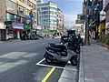 Waiting to Dump the Waste in Hsinchu City 01.jpg