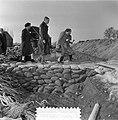 Watersnoodramp 1953. Koningin Juliana bezoekt Nieuw-Vossemeer, Bestanddeelnr 905-6098.jpg