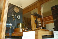 Wireless telegraphy receiver after G. Marconi 1897.jpg