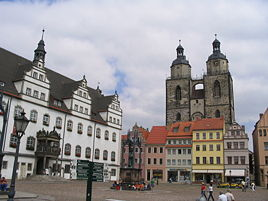 Market square, with ancient town hall, statue of مارتین لوتر and Stadtkirche