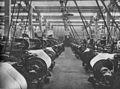 Wnętrze hali maszyn w fabryce w Łodzi lata 50.jpg