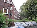Wohnblock östlich des Habichtsplatzes in Hamburg-Barmbek-Nord 13.jpg