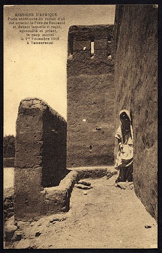 Tamanrasset - Woman in a doorway, 1916