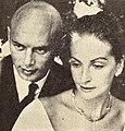 Yul Brynner with his second wife Doris Kleiner, 1960.jpg