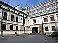 Zamek w Krasiczynie, wejście na dziedziniec.jpg