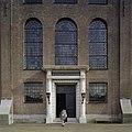 Zandstenen ingangsportaal van de Portugese Synagoge te Amsterdam met Dorische zuilen en rondboogvensters - Amsterdam - 20408333 - RCE.jpg