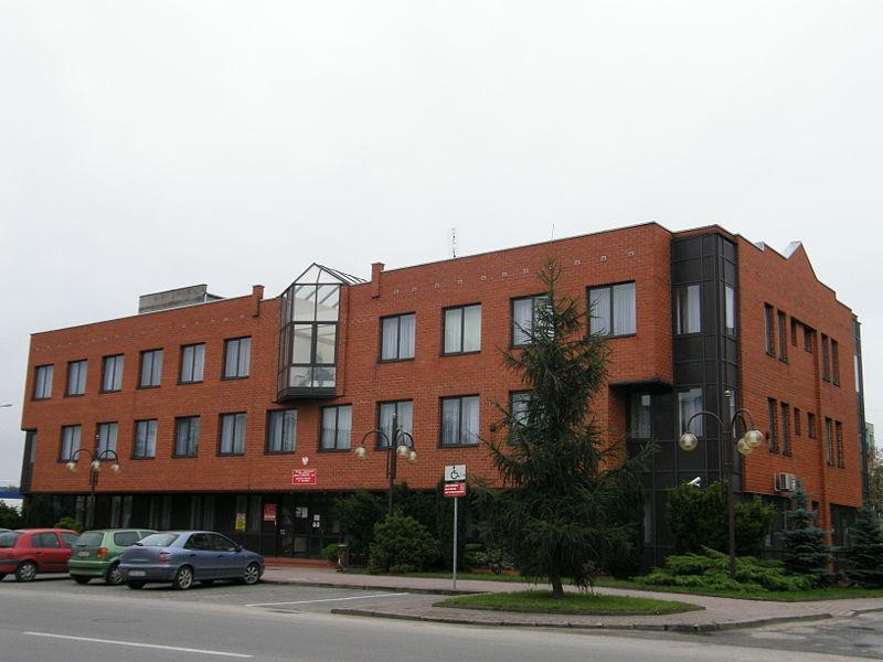 http://upload.wikimedia.org/wikipedia/commons/thumb/b/b0/Zus_w_radomsku.jpg/800px-Zus_w_radomsku.jpg