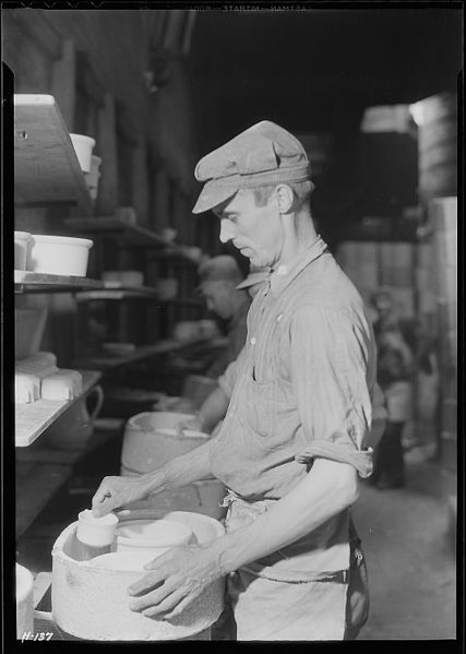 "File:""Mallard Hilton, a kiln placer in Southern Potteries, Elroy, Tennessee. Hilton came to work with the Potteries from a... - NARA - 532755.jpg"