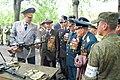 Ветераны на демонстрации современного вооружения в 58 армии, 8 мая 2015 года.JPG