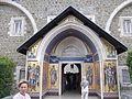 Главный вход в монастырь - panoramio.jpg