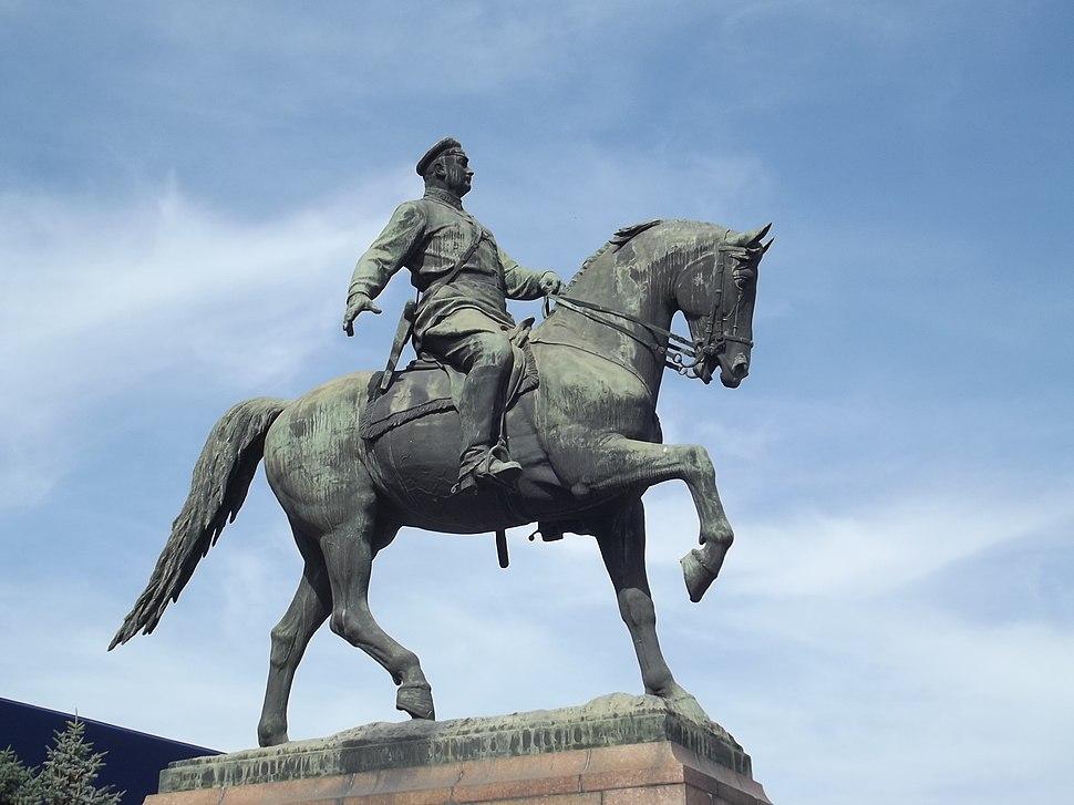 Кишинёв. Памятник Котовскому.