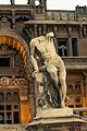 تمثال داخل قصر البارون.jpg