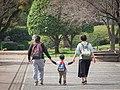 家族 散歩犬 (27032151037).jpg