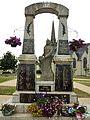 028 Scrignac Le monument aux morts.JPG