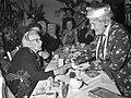 100-ste Verjaardag van mevrouw Smorenburg . Rika Hopper feliciteert de jarige, Bestanddeelnr 912-7969.jpg