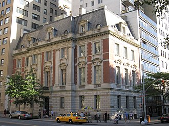 86th Street (Manhattan) - The William Starr Miller House, on the corner of Fifth Avenue
