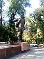 168.Пам'ятник Валерію Чкалову, пр.Яворницького.jpg