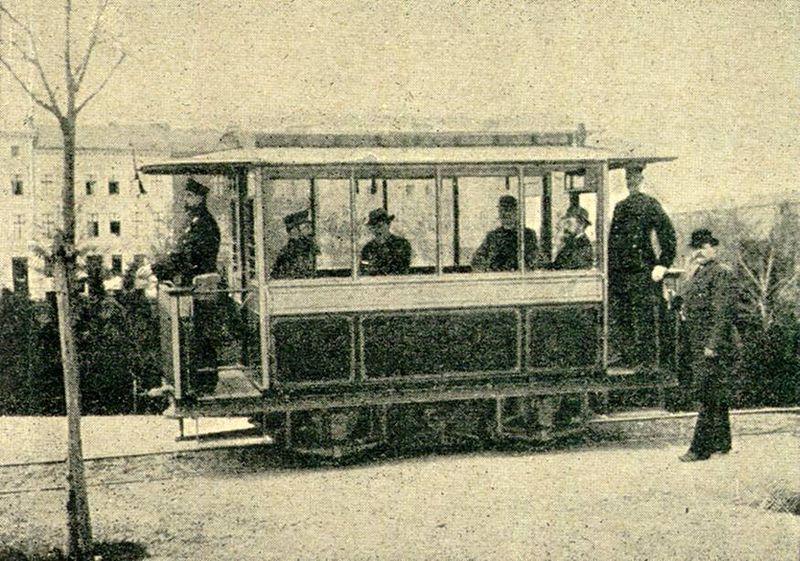 Die Geschichte des elektrischen Antriebs von Schienenfahrzeugen 800px-1882_Strab