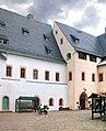20060803345DR Scharfenstein (Drebach) Schloßhof.jpg
