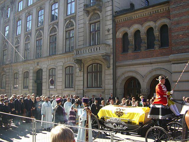 Заупокойное богослужение возле храма Александра Невского в Копенгагене