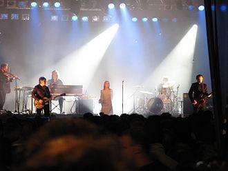 Hooverphonic - Fête Iris in Brussels' Grand Place, 2007