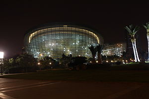 Oriental Art Center - Image: 2011 Shanghai Oriental Art Center 1