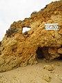 2018-01-25 Dangerous cliffs on Praia dos Arrifes, Albufeira.JPG