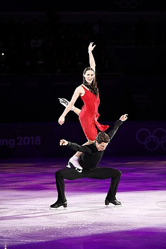 Figure skating lifts - Image: 2018 Winter Olympics Gala Exhibition Photo 237