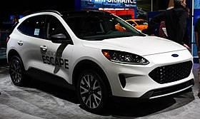 2020 Ford Escape Hybrid front NYIAS 2019.jpg