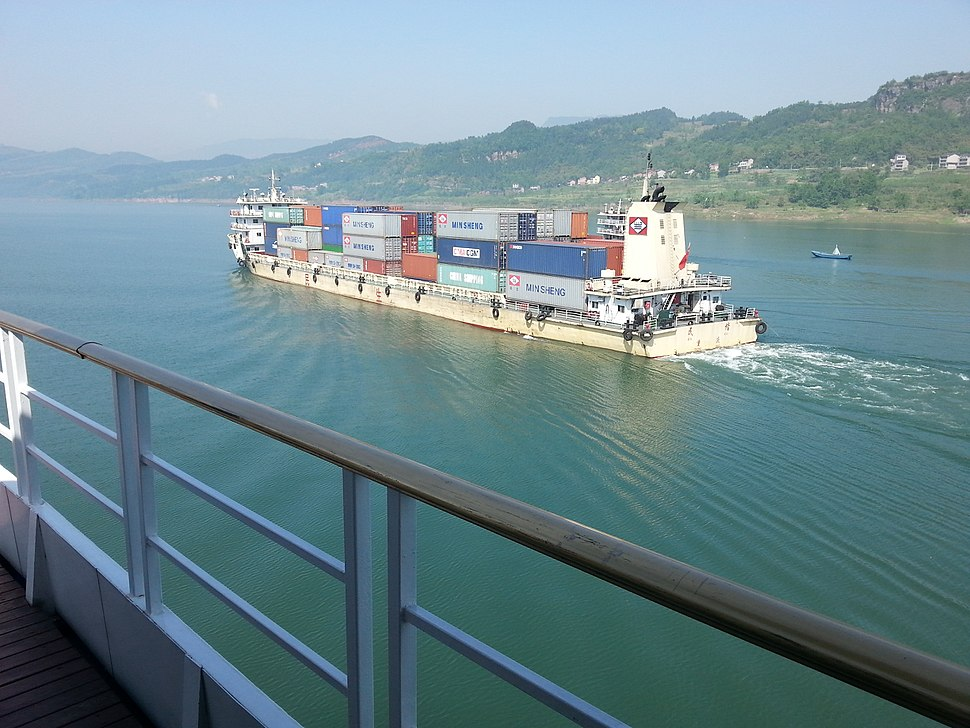 A container carrier on yangtze
