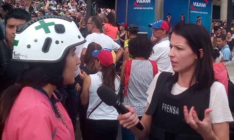 File:Abby Martin Venezuela.jpg Description Español: Abby Martin entrevistando a una miembro de Cruz Verde durante las protestas en Venezuela de 2017 Date17 May 2017, 17:40:49 SourceOwn work AuthorJamez42