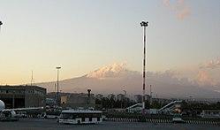 Aeroporto di catania, veduta etna.jpg