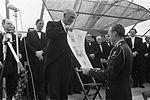 Aijolt Kloosterboer en Prins Bernhard Herdenking Slag bij Heiligerlee 1968.jpg