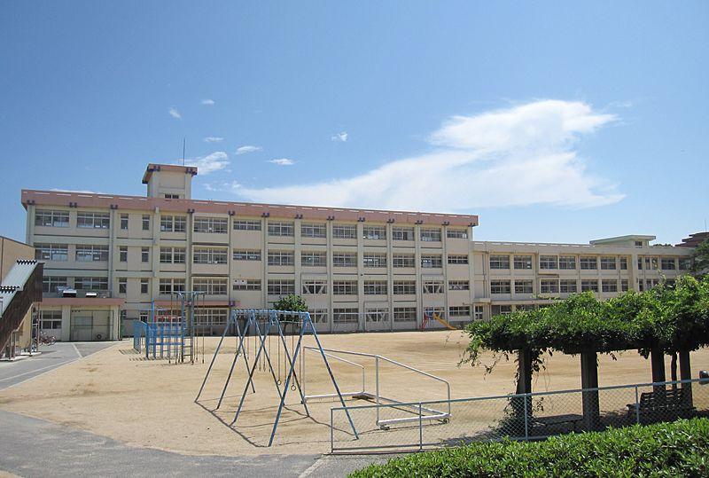 File:Akashi Municipal Okubo elementary school.JPG