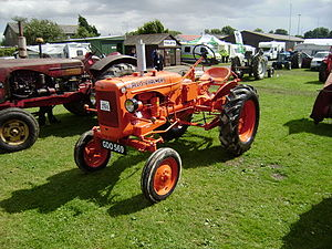 Allis-Chalmers Model B - Image: Allis Chalmers GDO 569 at Driffield P8100559