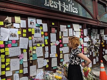 256dcf2ff5 Memorial at Brasserie Les Halles Anthony Bourdain Tribute.jpg